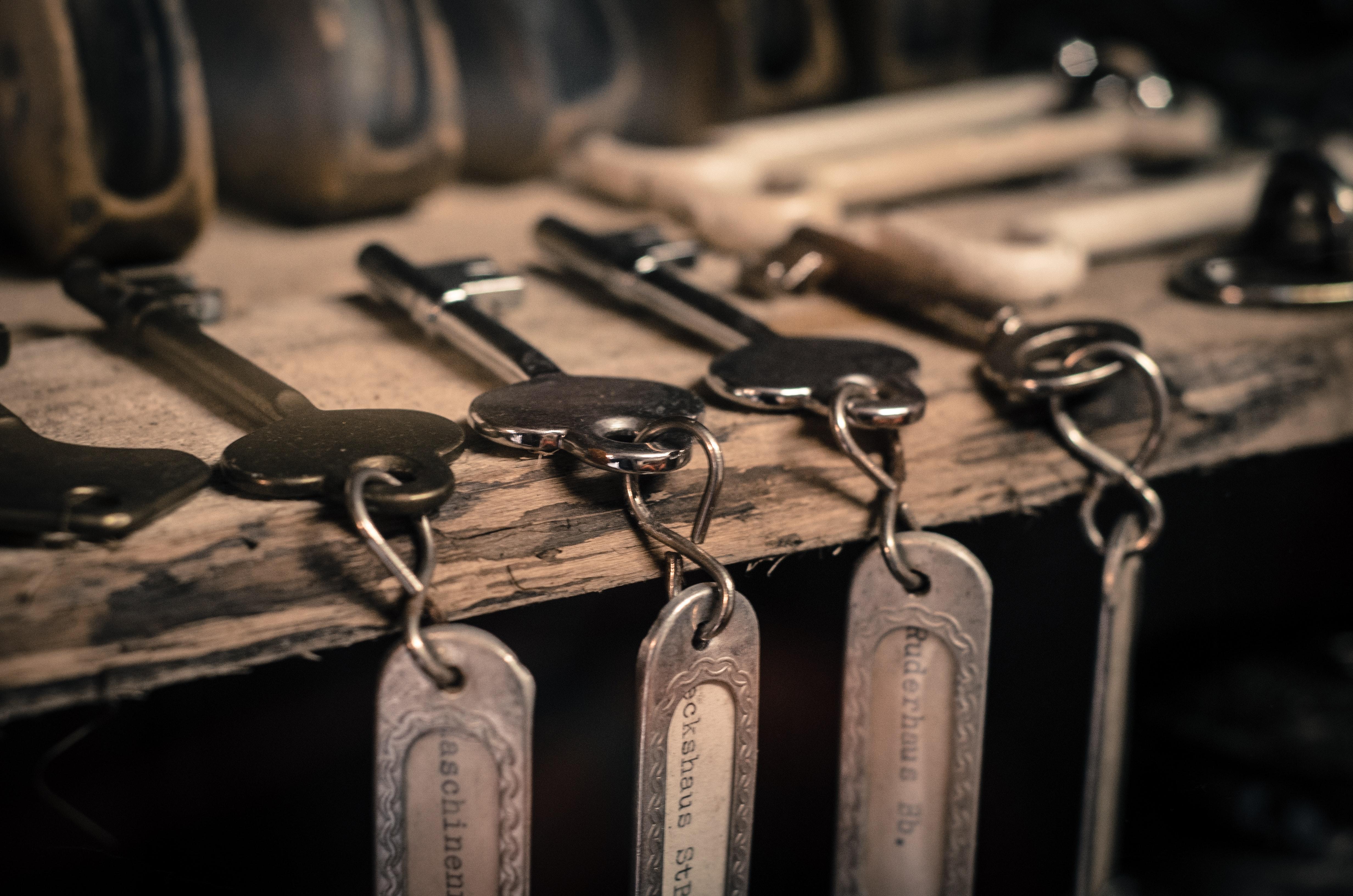 Numerous keys on table